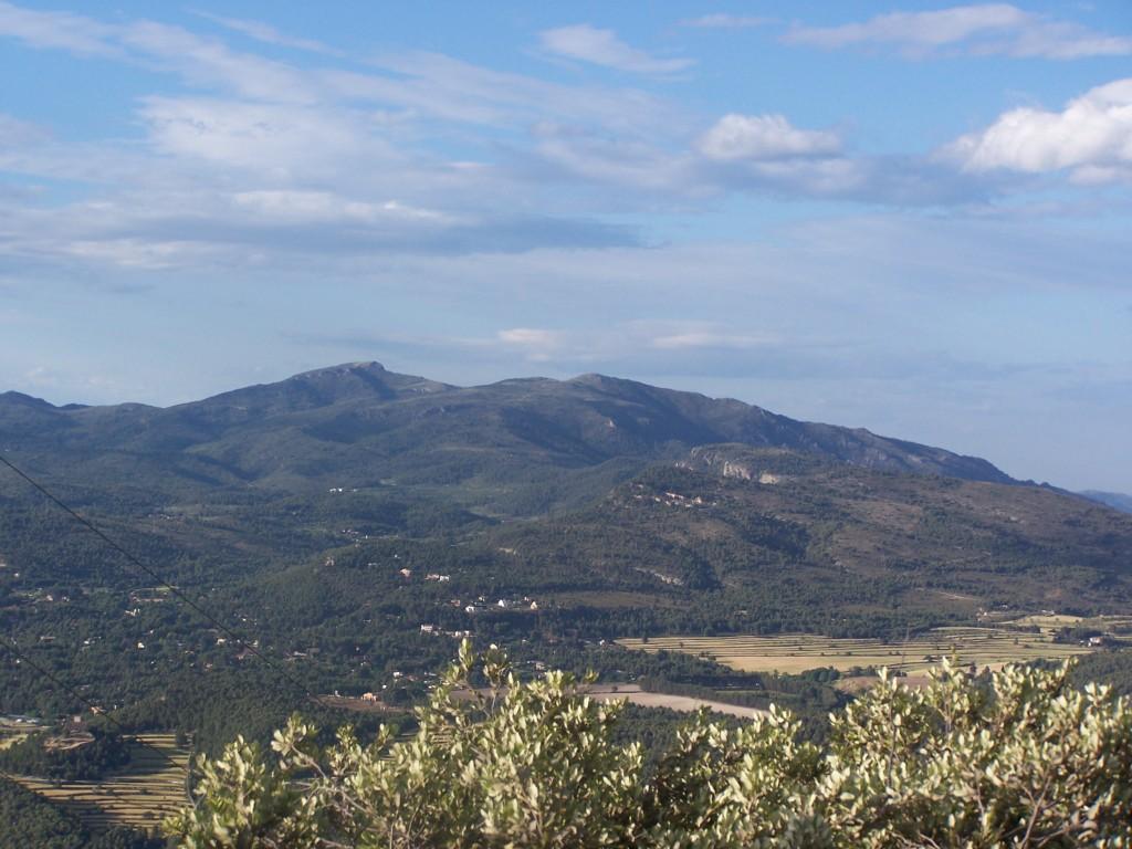Sierra de Mariola con el alto de Montcabrer